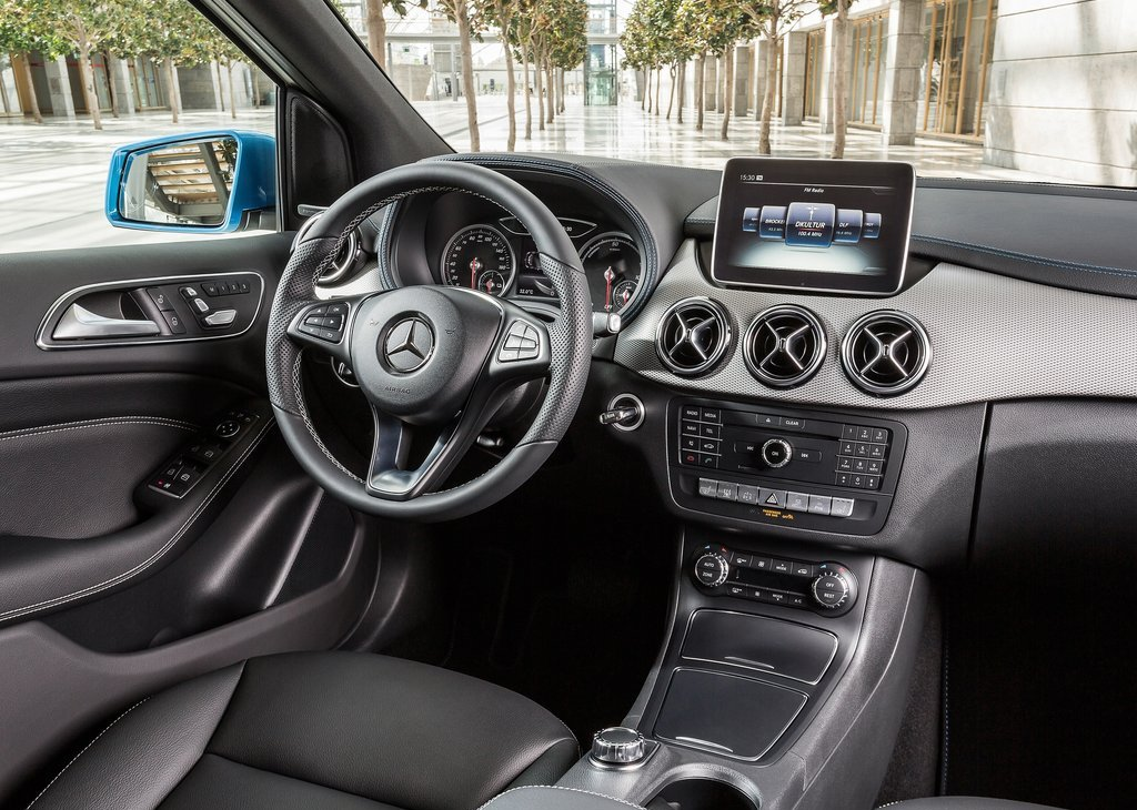 Yeni Mercedes B Serisi ön kokpit