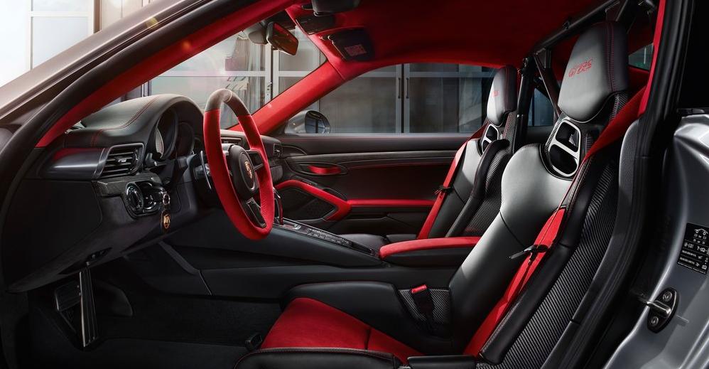Porsche GT2 RS iç tasarım