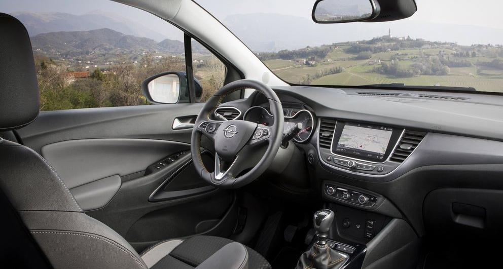 Opel Crossland X ön konsol