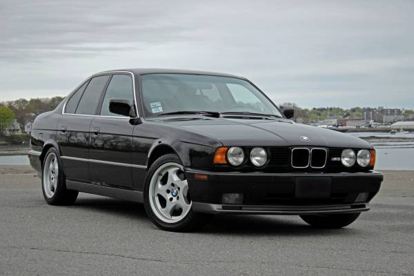 BMW M5 (E34) - En Özel BMW M Otomobilleri Listesi
