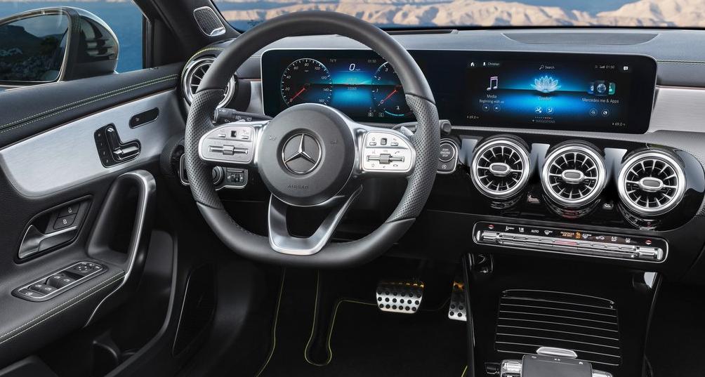 Mercedes A Serisi Ön Konsolu