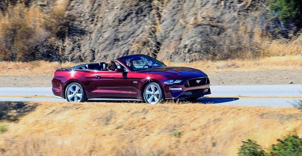 Ford Mustang GT Convertible yan gorunum detaylari