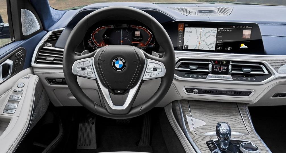 BMW X7 ön konsol görünümü