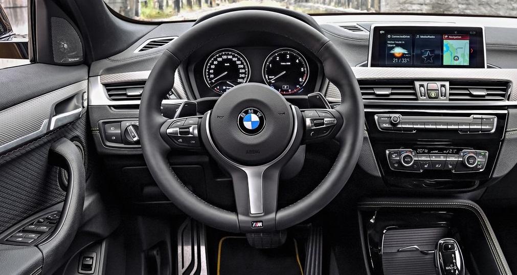 BMW X2 sDrive ön konsol görünümü