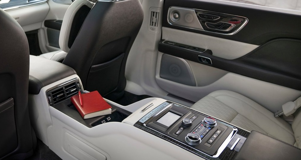 Lincoln Continental Coach Door Edition iç görünümü