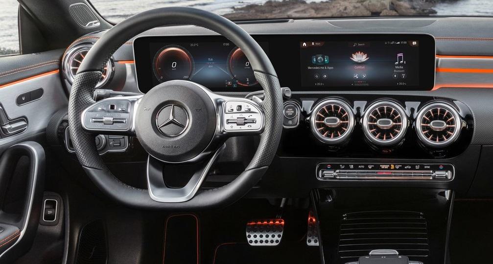 Mercedes CLA ön konsolu