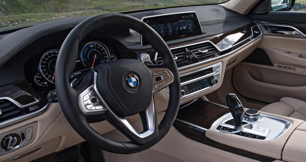 BMW 740Le xDrive ön konsolu