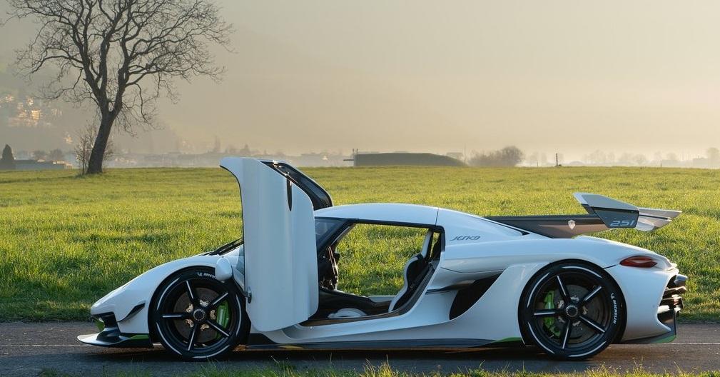 Koenigsegg Jesko yan görünümü