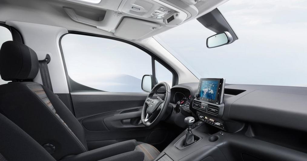 Opel Combo ön konsol görünüm