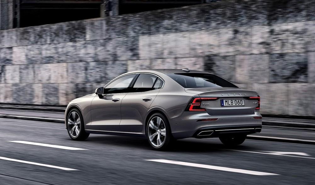 Volvo S60 arka görünüm