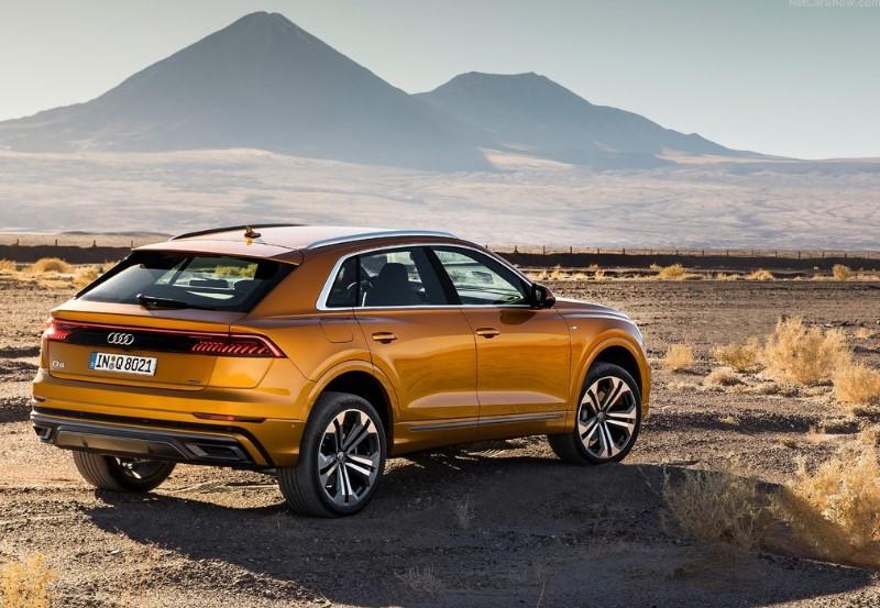 Audi Q8 arka görünümü
