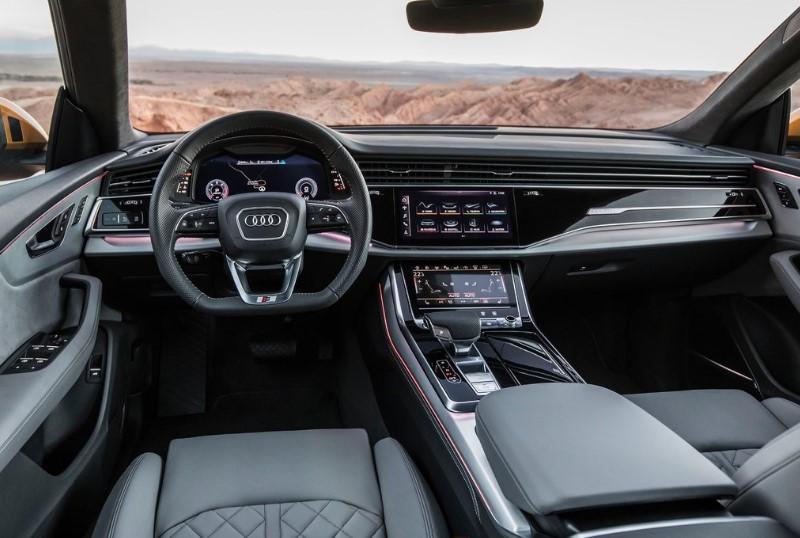 Audi Q8 ön konsol görünümü