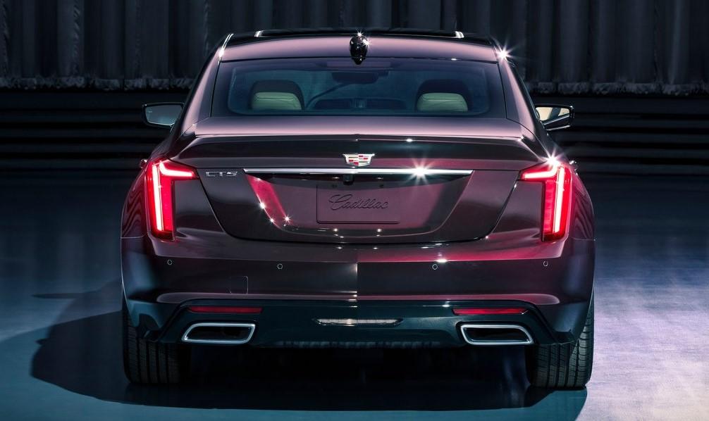 Cadillac CT5 arka görünümü
