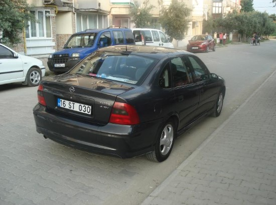 Opel Vectra Comfort arka görünümü